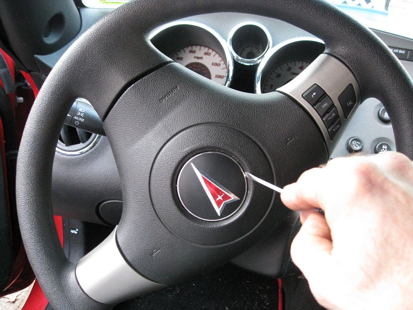 Steering Wheel Badge Removal - Pontiac Solstice Forum